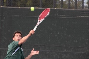 Boys' tennis squeezes past Sacred Heart 4-3