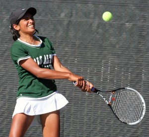 Girls' tennis loses to Lynbrook 4-3