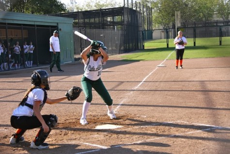 Softball shuts out San Mateo, 5-0