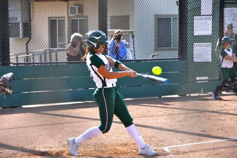Softball drops close game against cross-town rival Gunn