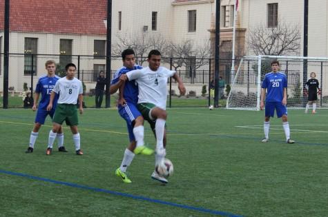 Boys' soccer conquers Los Altos 1-0