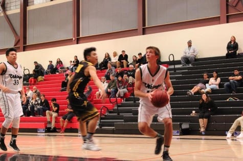 Boys Basketball loses on Senior Night 54-49 to Los Gatos
