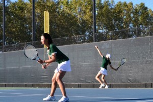 Girls' tennis finishes second at the Paly Invitational Tournament