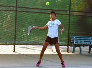 Girls' tennis sweeps Castilleja 7-0