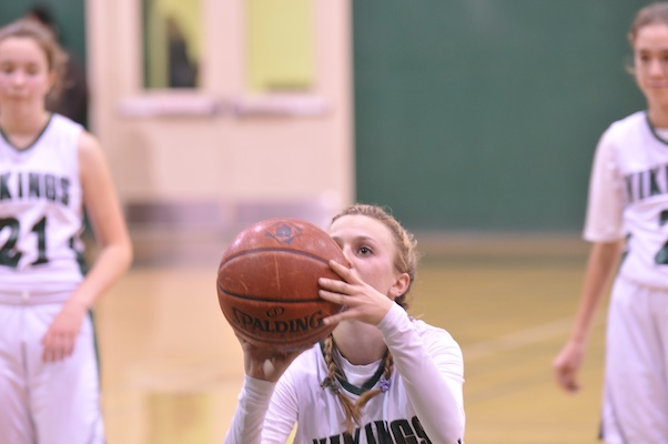 Maddy+Atwater+%28%2716%29+prepares+to+shoot+a+free+throw+for+Paly.+Atwater+plays+both+center+and+wing+for+the+Lady+Vikes.