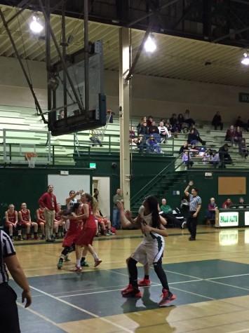Girls' basketball outlasts Saratoga 57-44