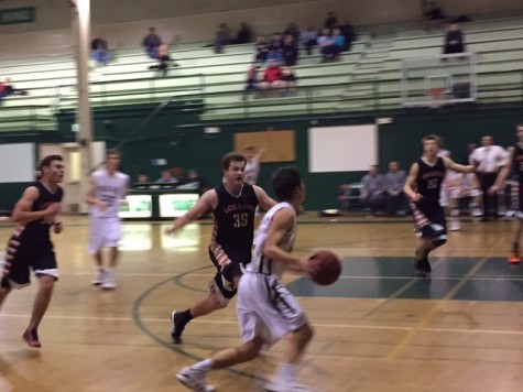Boys' basketball suffers tough loss to Los Gatos Wildcats 64-59