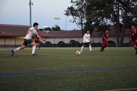 Boys' soccer beats Menlo-Atherton 1-0