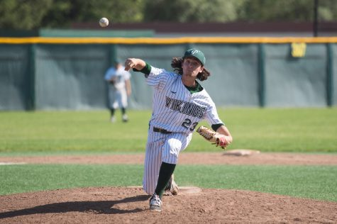 Baseball clinches out-right league title by beating Mountain View 3-1