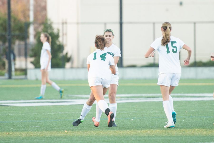 Girls' Soccer defeats Los Gatos, 2-1
