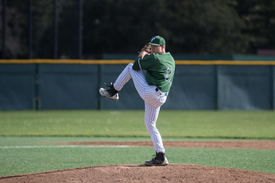 Baseball destroys Cupertino in 10-0 win