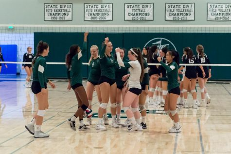 Girls Volleyball sweeps Los Gatos at home