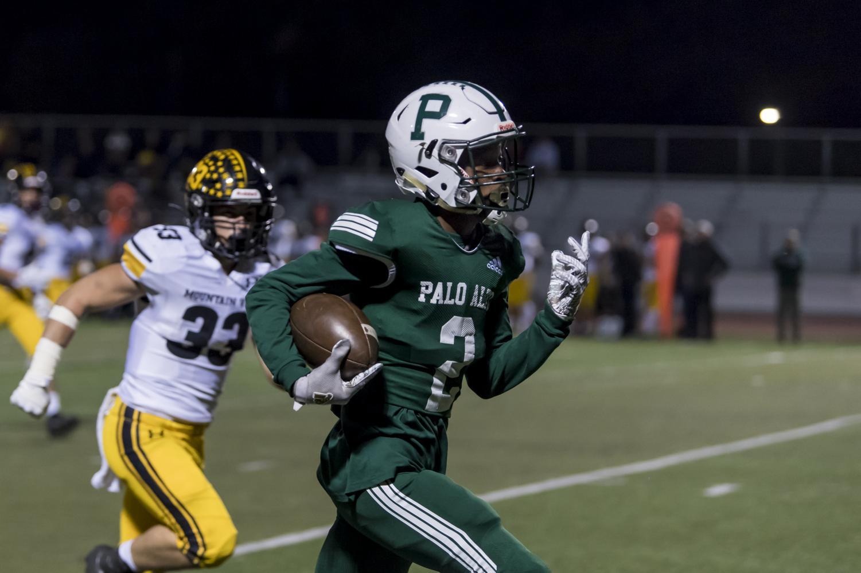 Junacio Henley runs the ball.