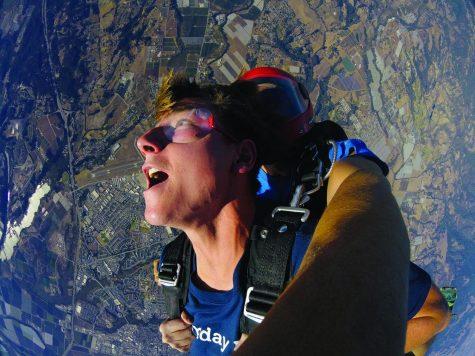 Ryan Bara (20') skydives