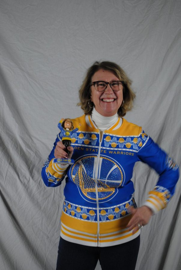 Robin+Schreiber+is+a+Warriors+superfan+who+is+widely+known+for+dancing+wildly+on+the+Warriors%27+dance+cam.